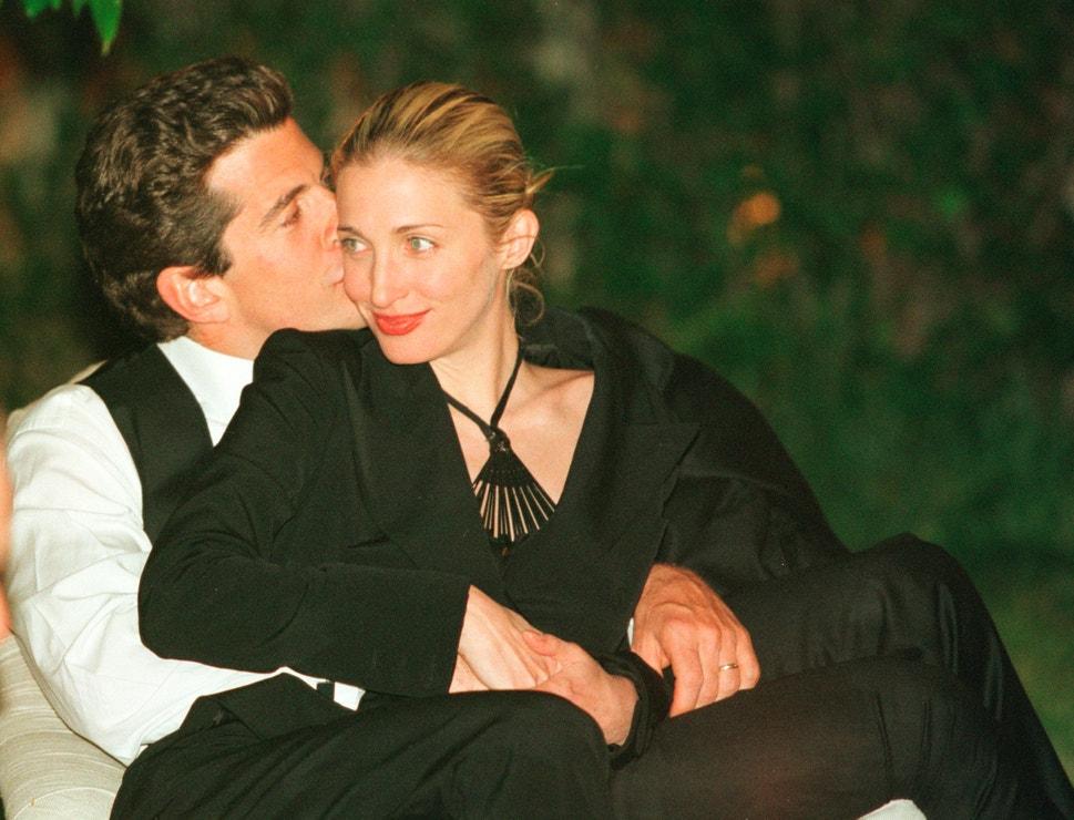 John Kennedy a Carolyn Bessette-Kennedy během večeře v Bílém domě, 1999