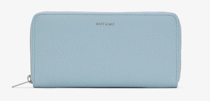 Modrá peněženka z veganské kůže, Matt & Nat, prodává Nila Store, 1990 Kč