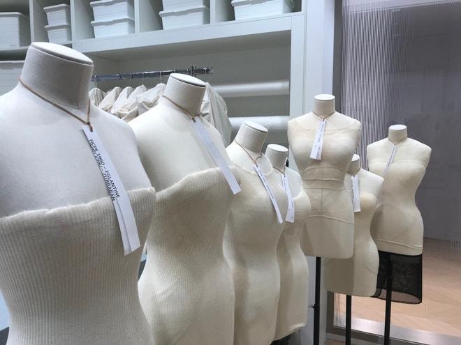 Figuríny se přizpůsobují archivním šatům na míru