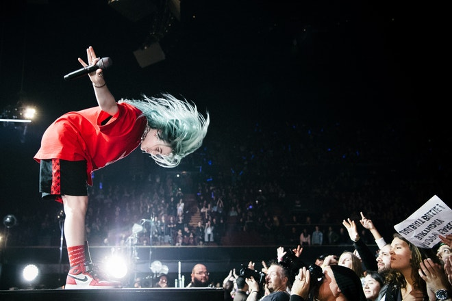Billie Eilish, KROQ Absolut Almost Acoustic Christmas, The Forum, Inglewood, Kalifornie, prosinec 2018