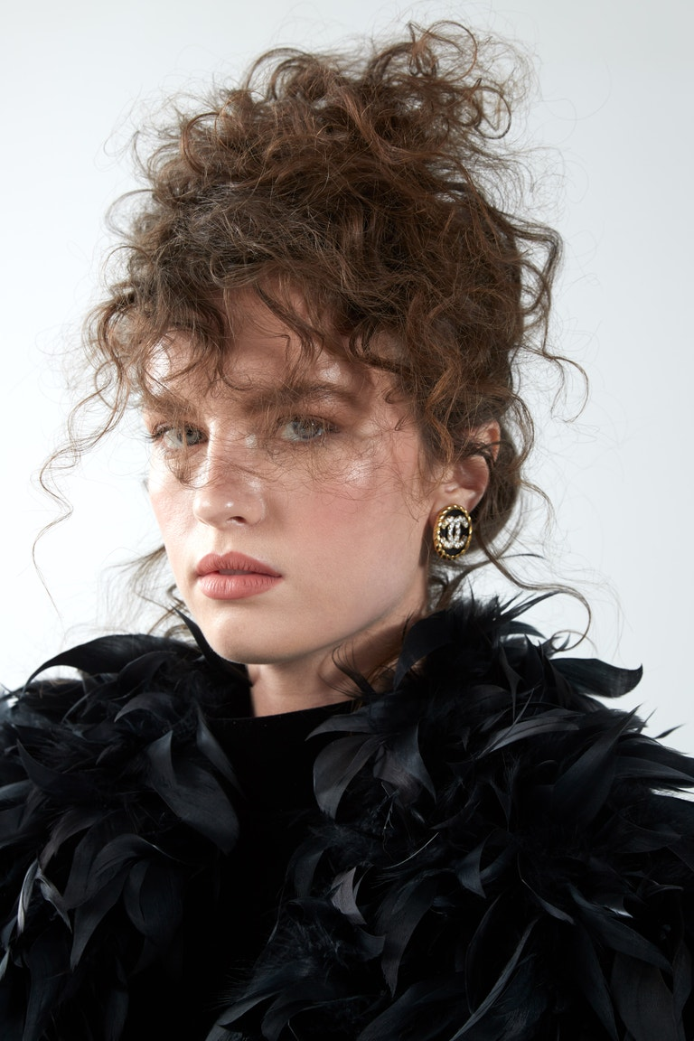 Vintage body; šortky, Versace; náušnice Chanel