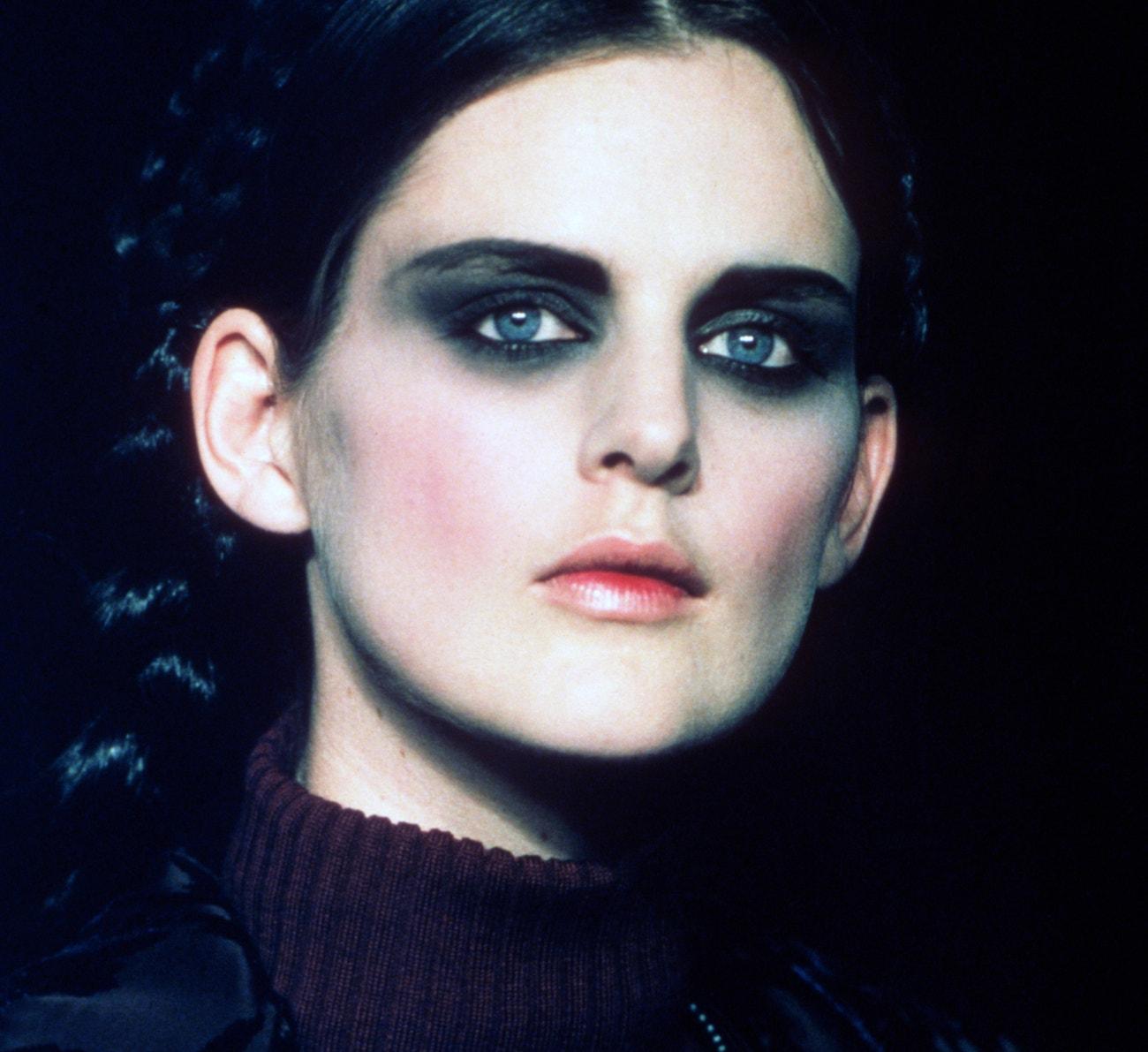Stella Tennant na přehlídce Jean Paul Gaultier Haute Couture podzim - zima 1997/1998