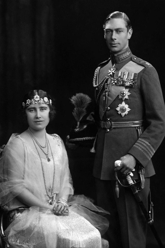 Jiří VI. a královna Alžběta s tiárou Strathmore Rose  Autor: Getty Images