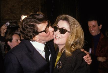 Yves Saint Laurent a Catherine Deneuve na přehlídce jaro-léto 1990