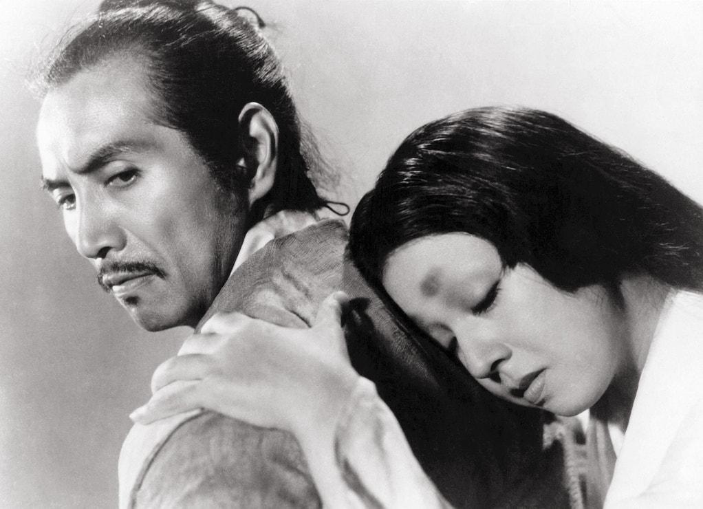 Rašómon (1950): Drama Akira Kurosawy po svém triumfálním vítězství pomohl zviditelnit japonskou kinematografii ve světě. Příběh vypráví o vraždě samuraje ze čtyř různých pohledů, přičemž každá postava se snaží zakrýt své skutečné úmysly.