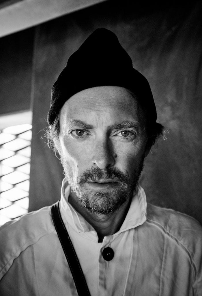 Dánský designér Henrik Vibskov svou stejnojmennou značku založil vroce 2001