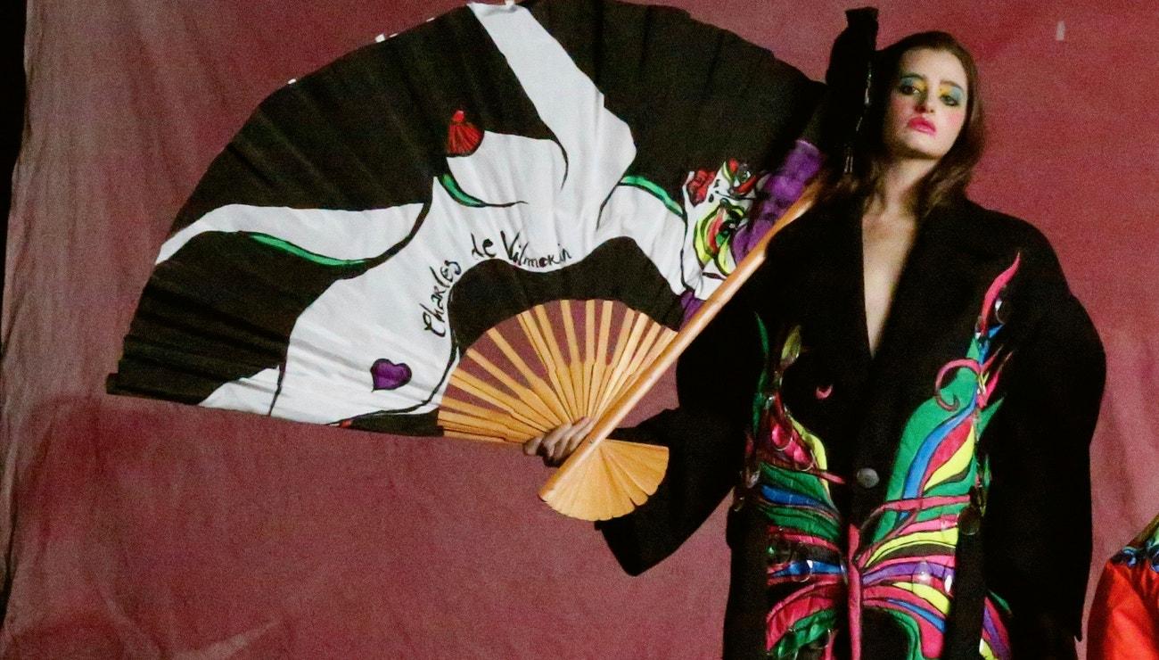 Charles de Vilmorin debutuje barevnou kolekcí: Couture se mění a já jsem toho důkazem