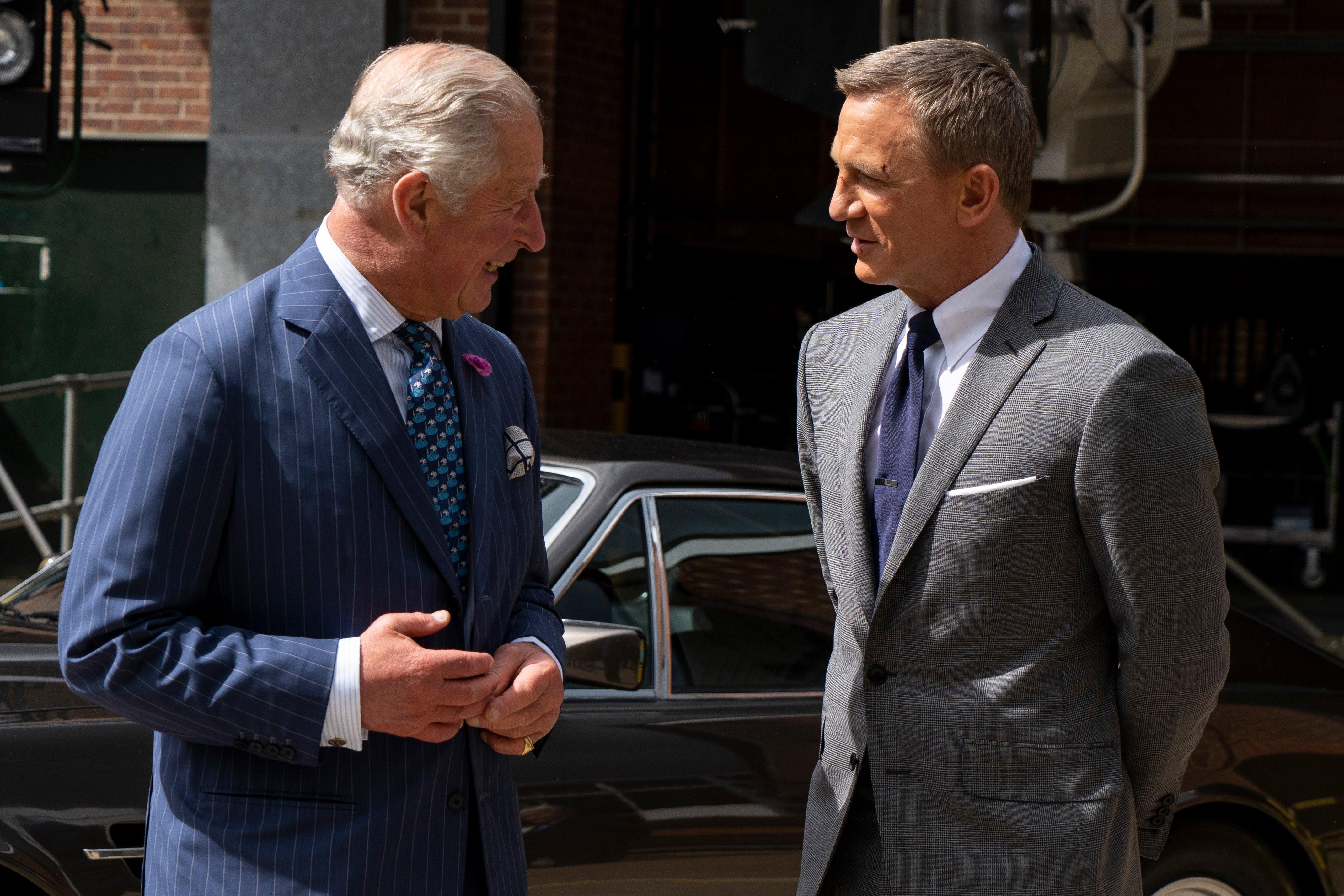 Princ Charles a Daniel Craig při natáčení v Anglii, červen 2019 Autor: Niklas Halle'n - WPA Pool/Getty Images