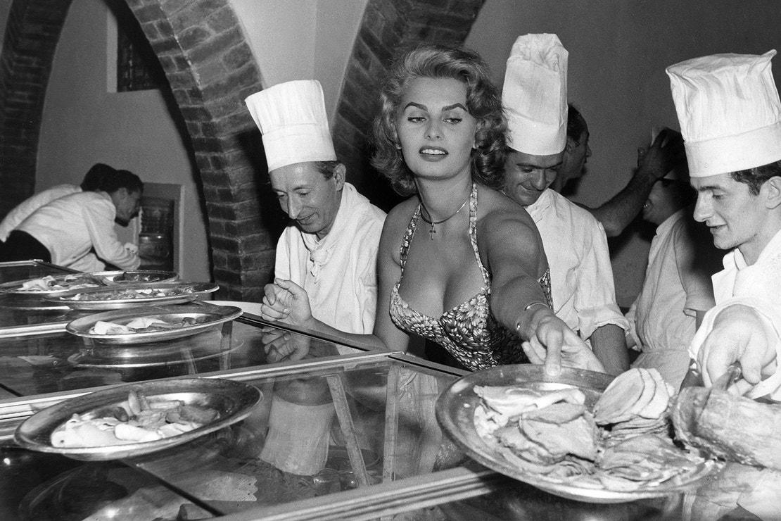 Sophia Loren na filmovém festivalu v Benátkách v roce 1955
