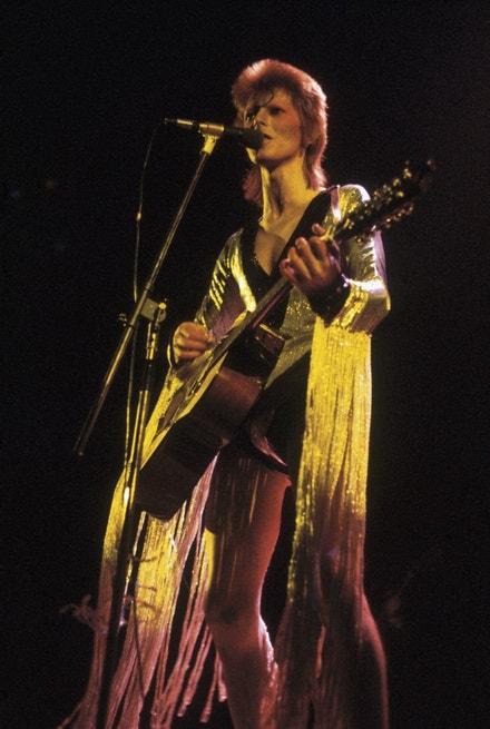 David Bowie v kostýmu Kansaie Yamamota