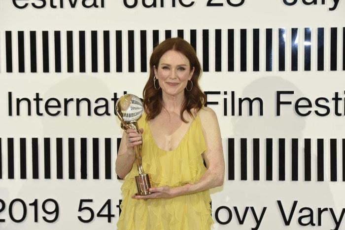 Hvězda loňského 54. filmového festivalu v Karlových Varech Julianne Moore obdržela Křišťálový glóbus za přínos kinematografii, 2019
