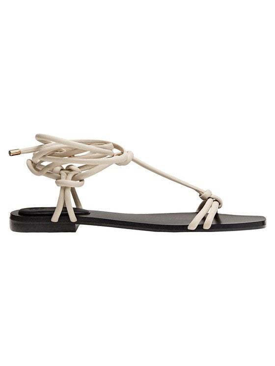 Kožené vázací sandálky, Massimo Dutti, prodává Massimo Dutti, 1895 Kč Autor: Archiv značky