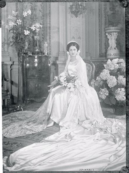 Elena Patino ve svatebních šatech od Jean Patou