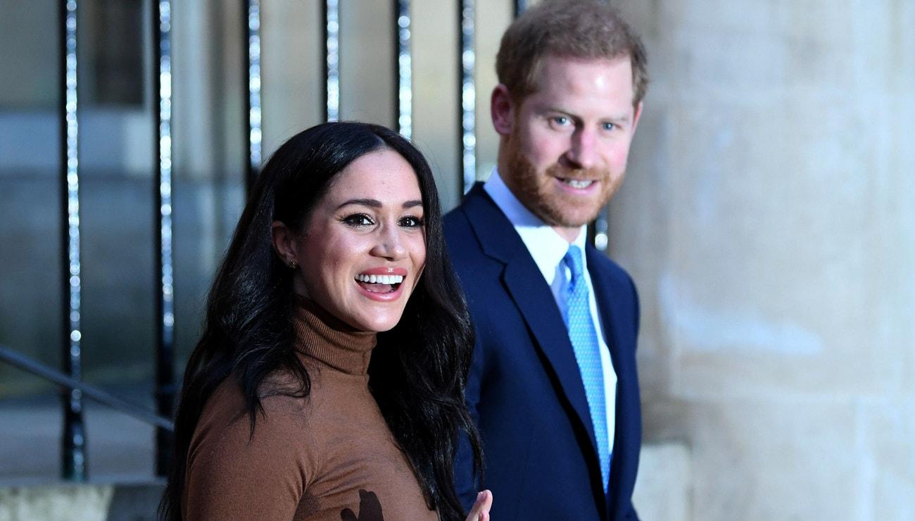 Harry a Meghan opouštějí královskou rodinu. Chtějí pracovat