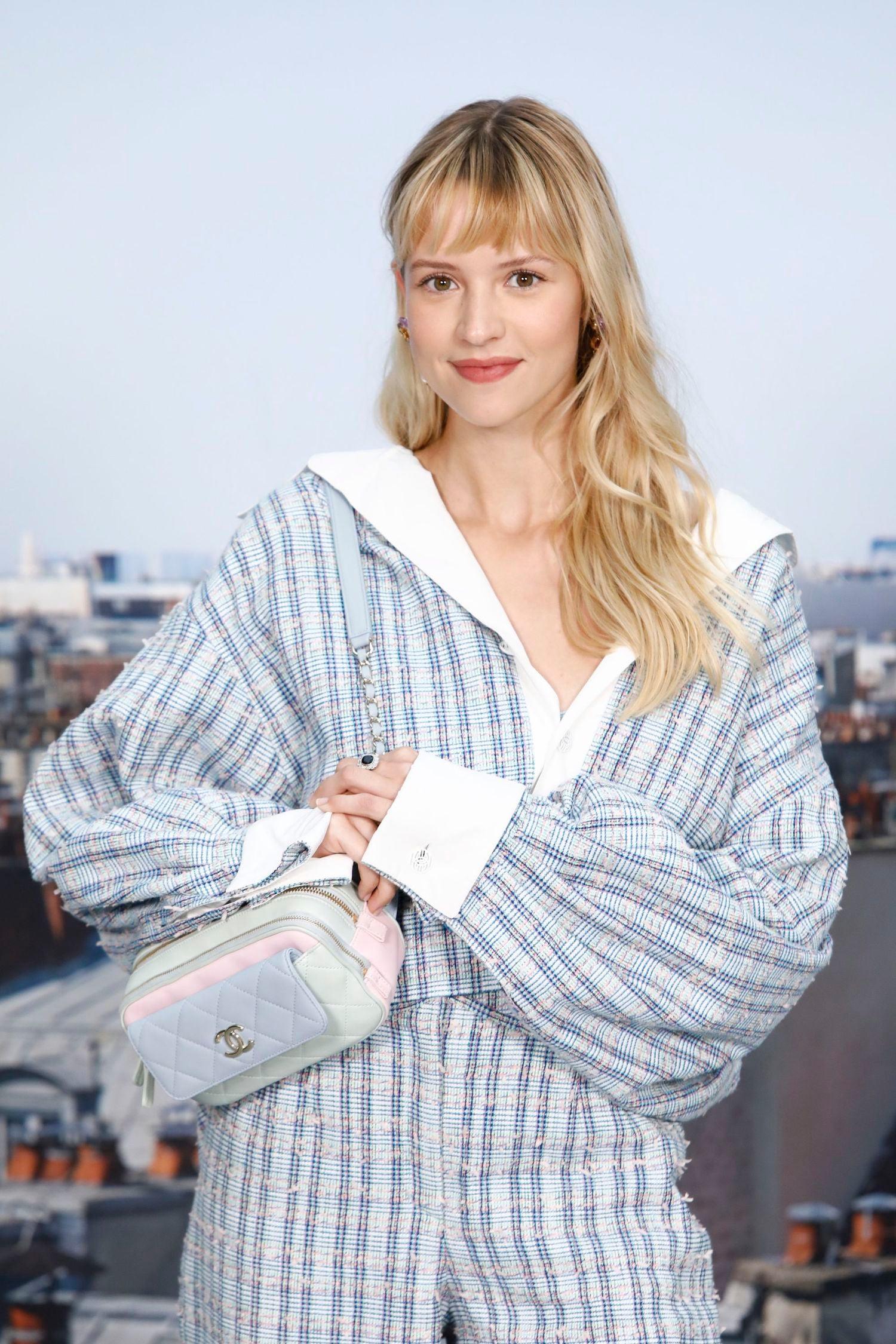 Angèle na přehlídce Chanel jaro–léto 2020        Autor: Chanel