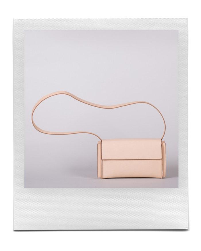 Kabelka přes rameno v odstínu Natural, Yrnche, prodává Yrnche, 4 600 Kč Autor: Archiv firmy