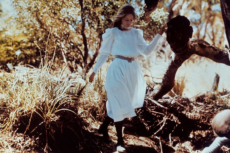 Anne-Louise Lambert ve filmu Pikink na Hanging Rock