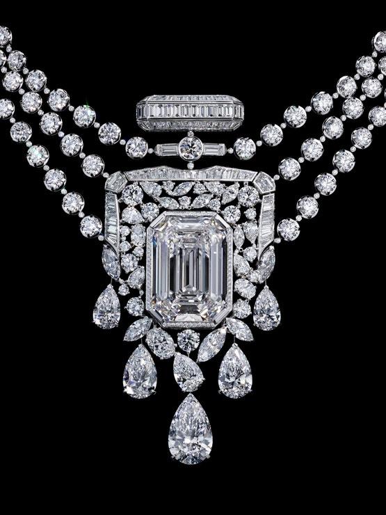 Diamantový náhrdelník Chanel 55.55