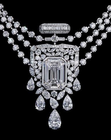 Nejslavnější parfém slaví stovku a proměnil se v diamantový náhrdelník