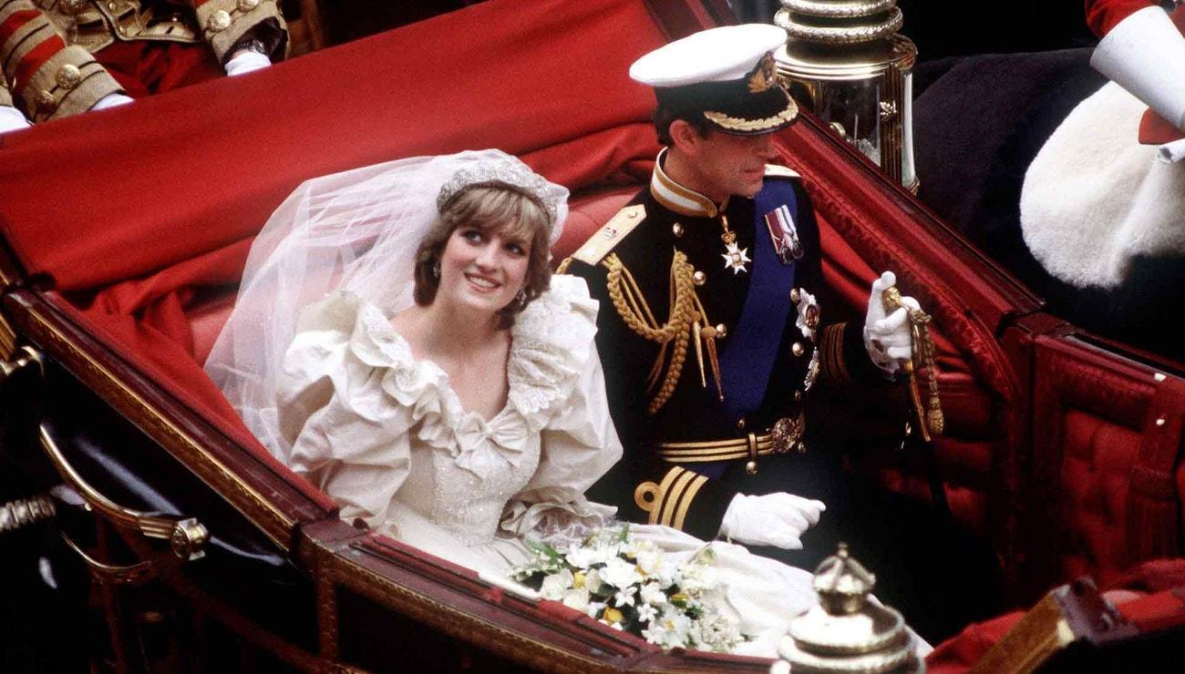 Proč jsou bílé aneb vše, co musíte vědět o svatebních šatech