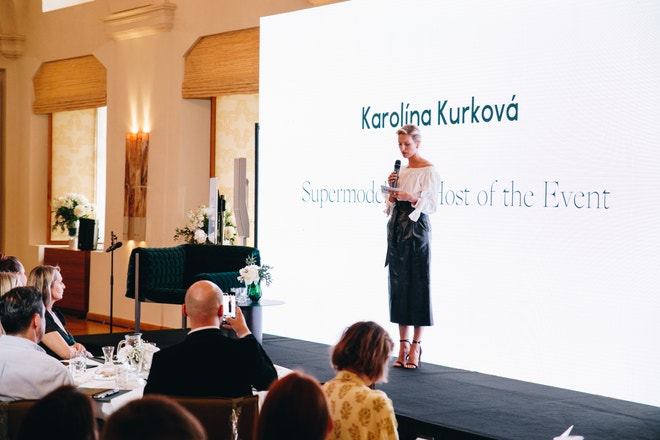 Konferenci s tématem Shaping the Future of Fashion zahájila supermodelka Karolína Kurková.