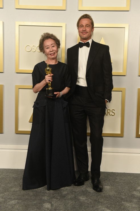 Youn Yuh-jung s Oscarem za vedlejší ženský herecký výkon a Brad Pitt