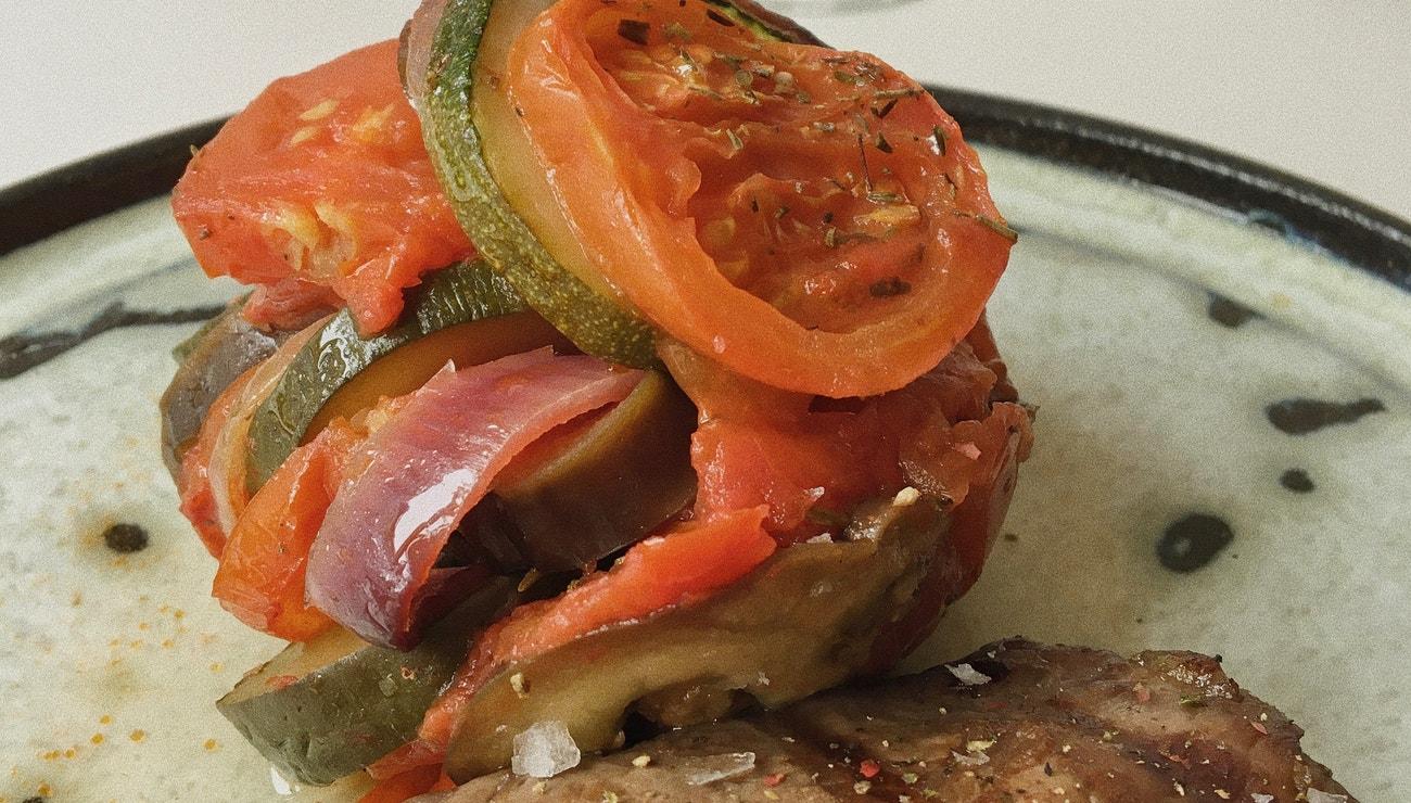 Vogue v kuchyni #10: Steak s ratatouille à la The Row