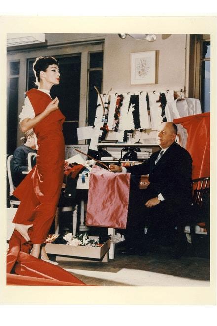 Christian Dior s modelkou Lucky, kolem roku 1955 (Christian Dior: Designer of Dreams)