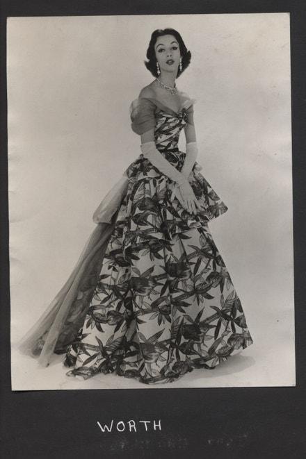 Večerní šaty - Worth (House of Worth), 1953, filmový tisk na bavlněném organtýnu, bavlněný mušelín pro Cotton Board, Manchester fabric