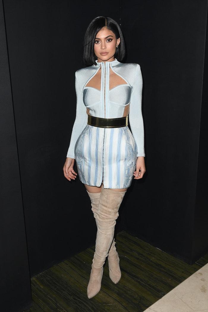 Kylie Jenner v bleděmodrých šatech Balmain na Met Gala after-party, květen 2016            Autor: Nicholas Hunt/Getty Images for Balmain