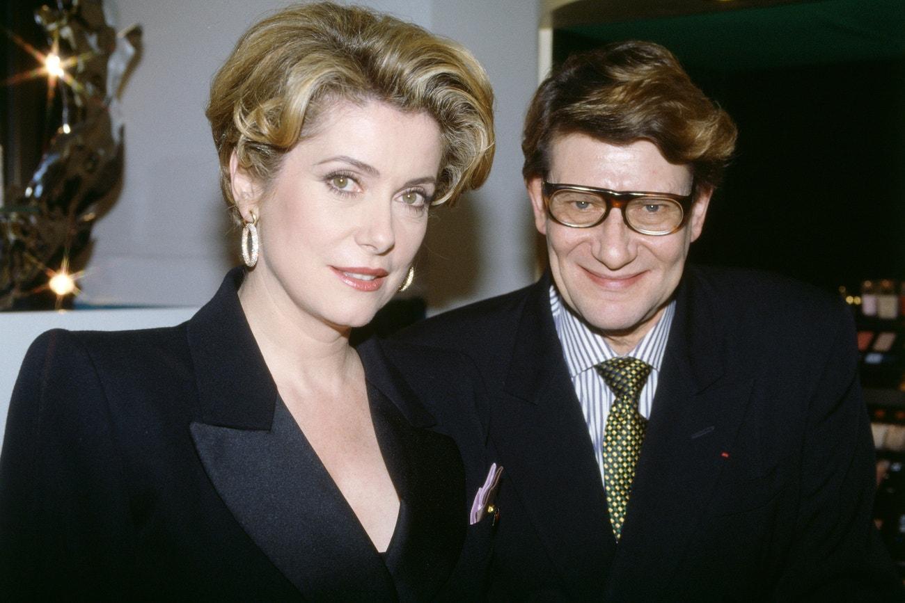 Yves Saint Laurent a Catherine Deneuve na otevření beauty institutu YSL, prosinec 1992