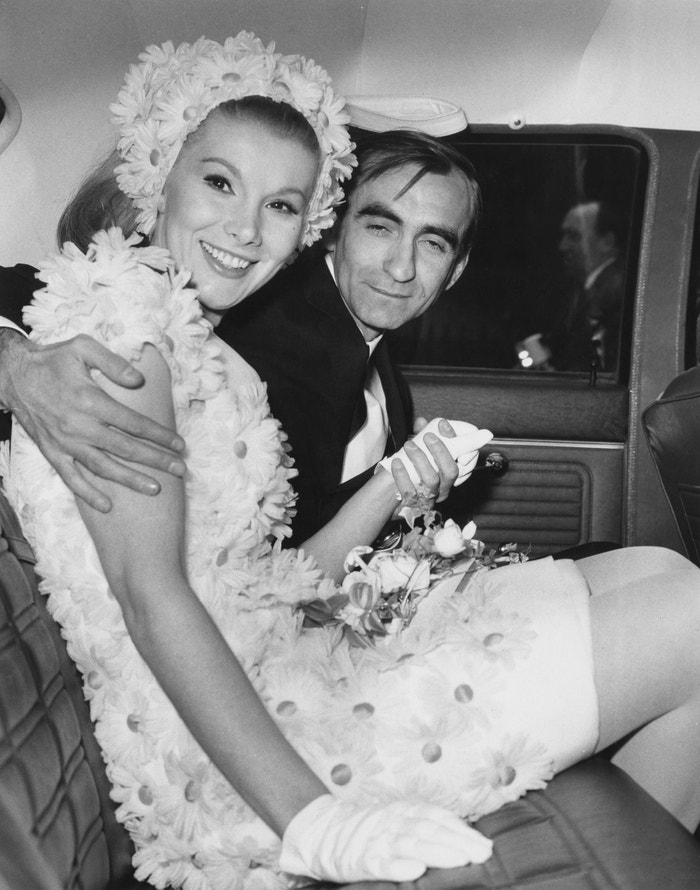 Svatební šaty Susan Hampshire z módního domu Christian Dior od Marca Bohana, 1967   Autor: Leonard Burt/Central Press/Hulton Archive/Getty Images