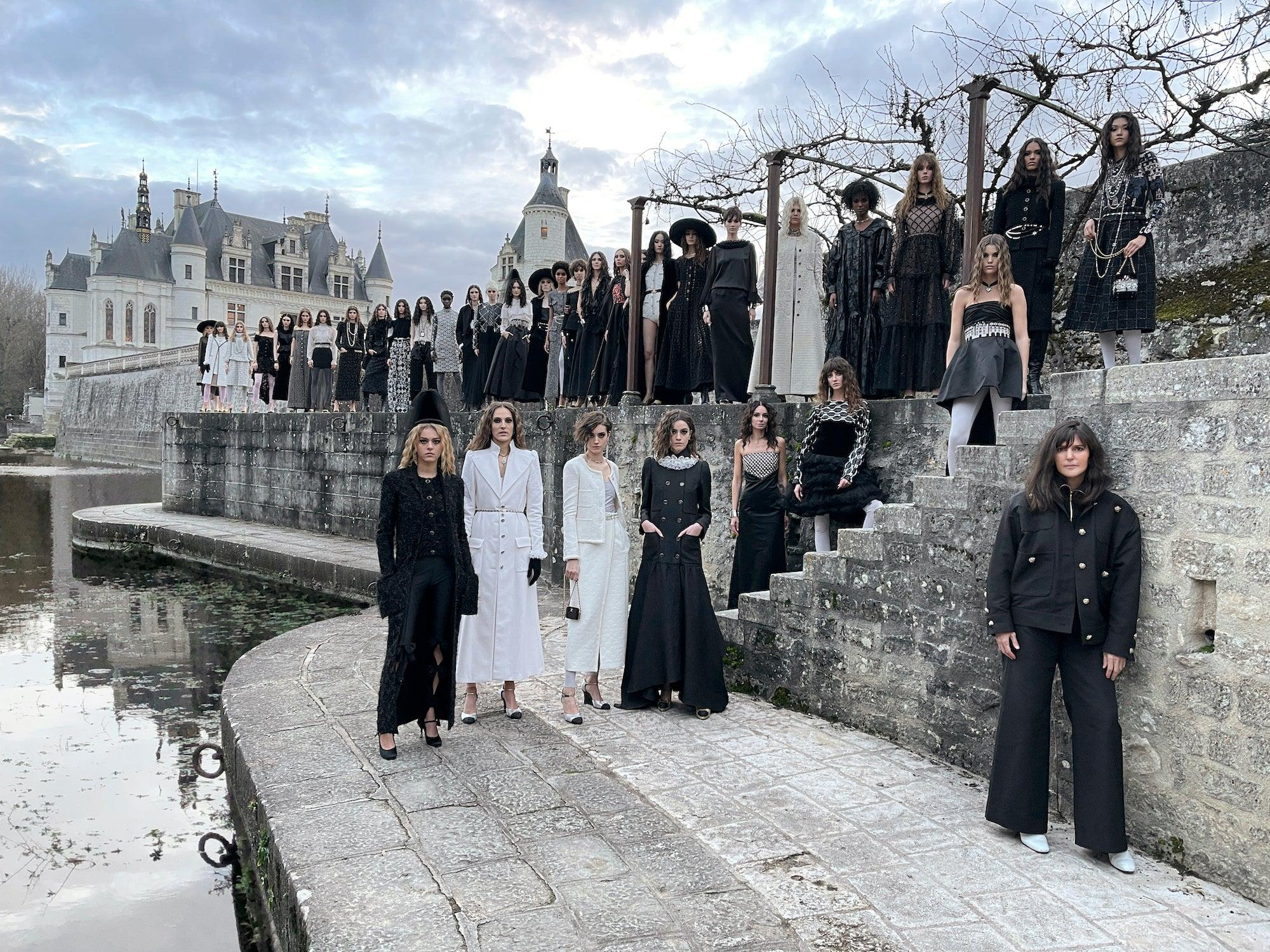 Virginie Viard s modelka v kolekci Chanel Metiers d'Art 2020/2021         Autor: Juergen Teller