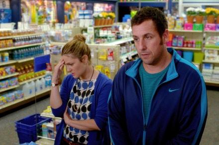 Drew Barrymore a Adam Sandler ve filmu Dovolená za trest, 2014
