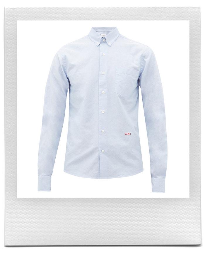Modrá košile s vyšitým logem, AMI, prodává Matchesfashion, € 165 Autor: Matchesfashion