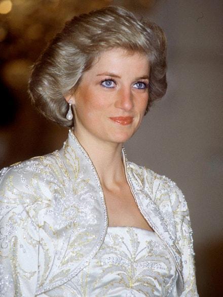 Princezna Diana na státním banketu v Elysejském paláci v Paříži, listopad 1987