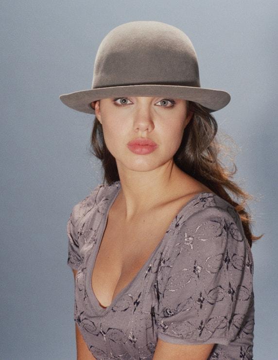 Angelina Jolie, 11. ledna 1991