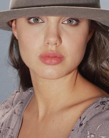 Angelina Jolie na vzácných vintage fotografiích Harryho Langdona