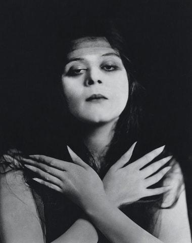 Theda Bara: První žena-vamp, která i po sto letech inspiruje a fascinuje