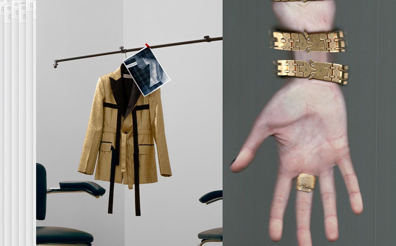Vlevo: blazer, JW Anderson.  Vpravo: prsten, Ambush; náramek, 1017 ALYX 9SM