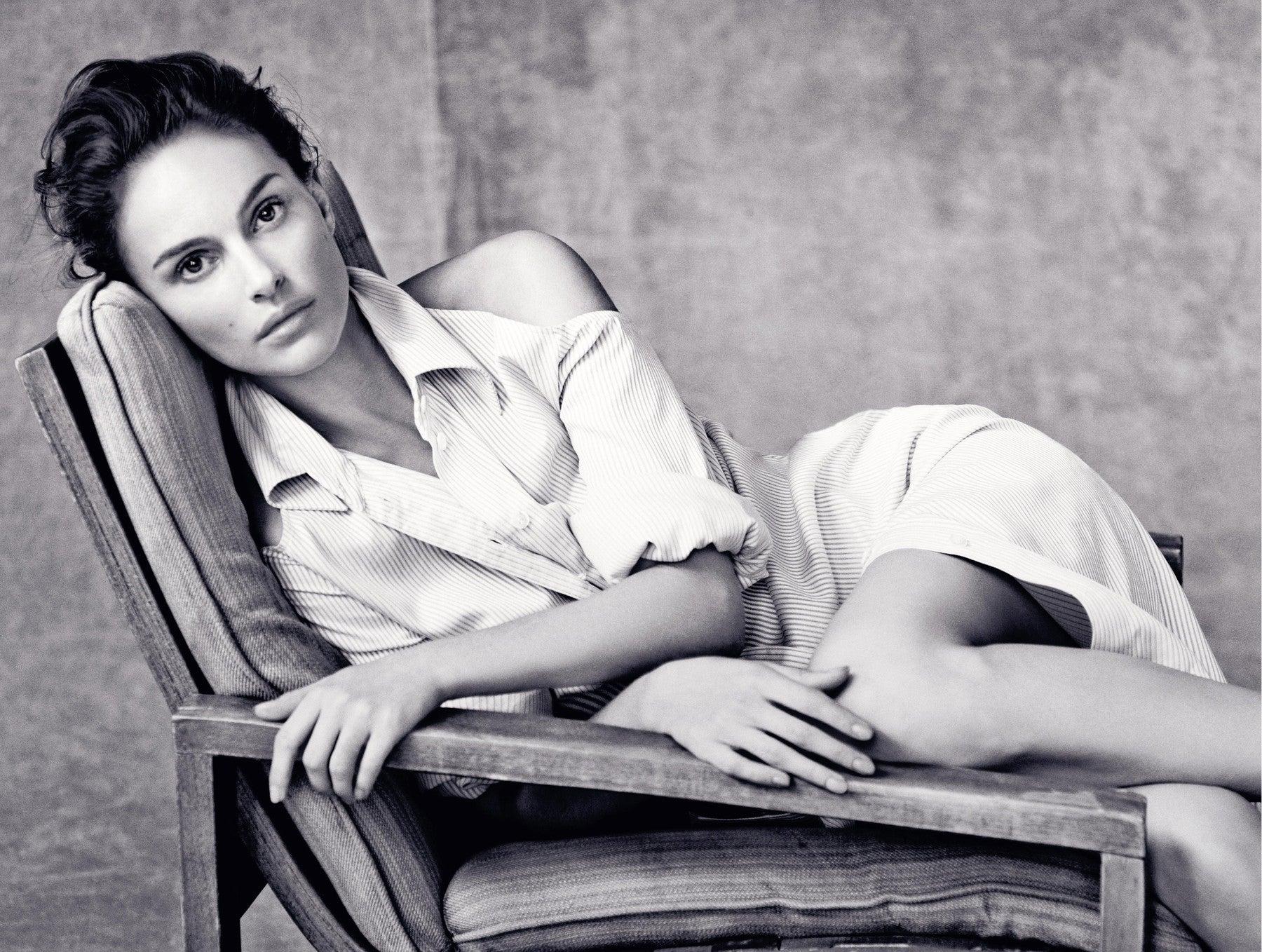 Natalie Portman              Autor: Paolo Roversi pro Dior