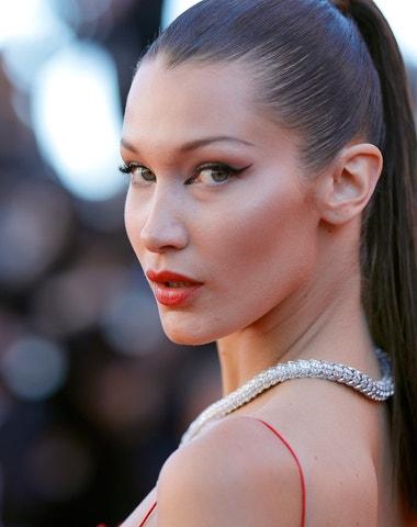 Nejlepší beauty looky, kterými si Bella Hadid podmanila svět modelingu