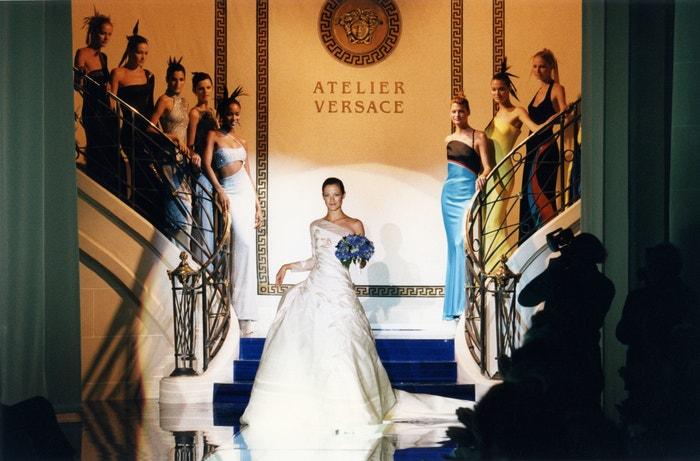 Carolyn Murphy na přehlídce Atelier Versace podzim - zima 1996-1997, červenec 1996      Autor: Daniel SIMON/Gamma-Rapho via Getty Images