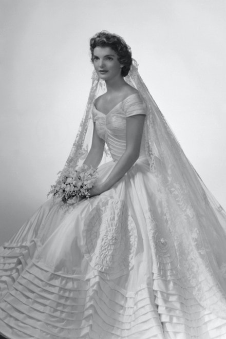 Jacqueline Bouvier ve svatebních šatech