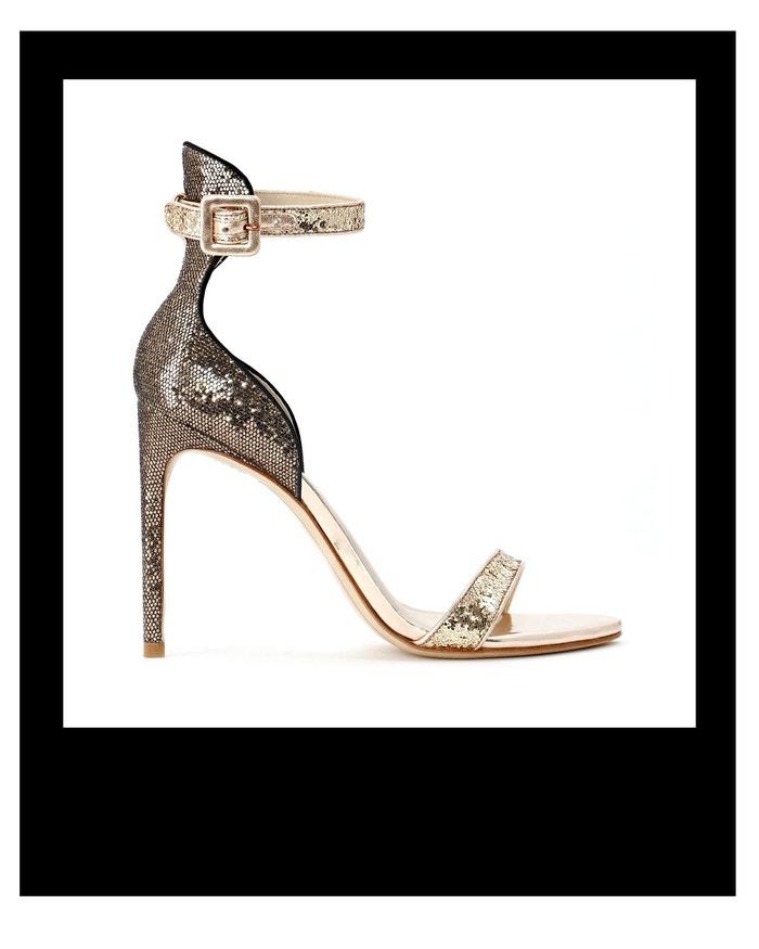 Sandálky zdobené třpytkami Nicole, Sophia Webster, prodává Sophia Webster, 10 600 Kč Autor: Archiv firmy