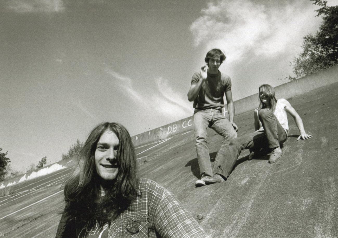 Portrét skupiny Nirvana z roku 1990