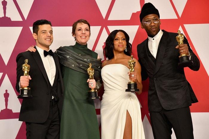 Rami Malek, Olivia Colman, Regina King a Mahershala Ali na předávání Oscarů v roce 2019