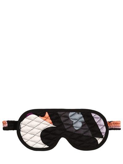 Maska, která povýší jakýkoli outfit (ano, i ten cestovní) na vyšší úroveň  Emilio Pucci (prodává Luisa Via Roma), € 120