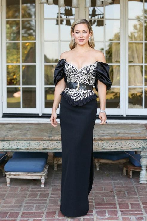 Kate Hudson v šatech Louis Vuitton a se šperky Bulgari