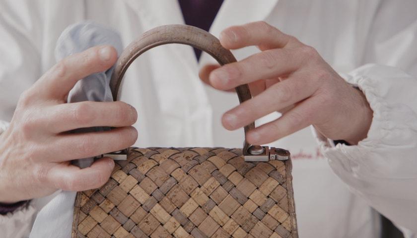 V dílně Salvatore Ferragamo: Jak vzniká udržitelná podoba slavné kabelky?